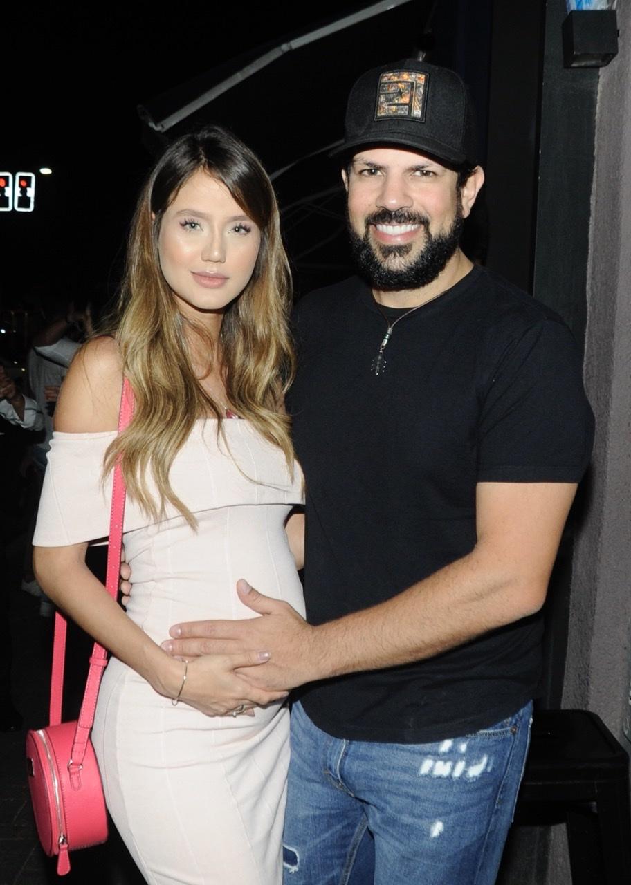 Esposa de Sorocaba exibe barriga discreta no sétimo mês de gravidez