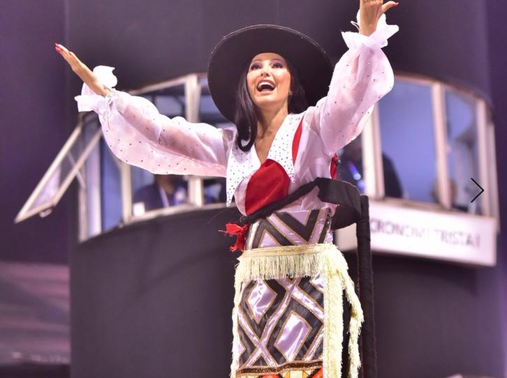 Antonia Fontanelle desfila com febre no Carnaval: 'Aperto no peito!'