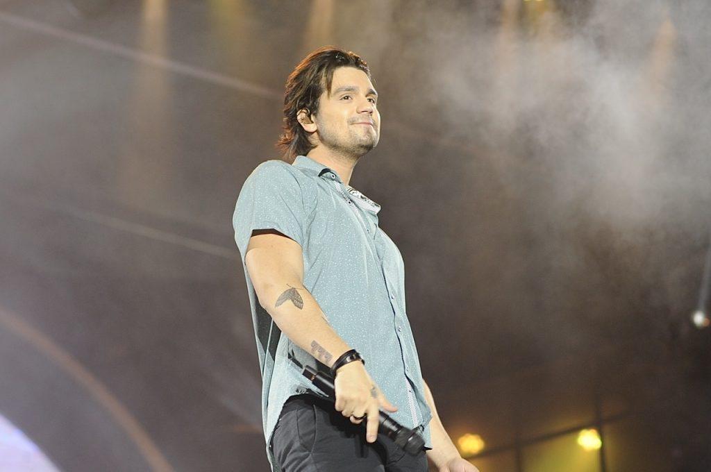 Gripado Luan Santana faz show em SP