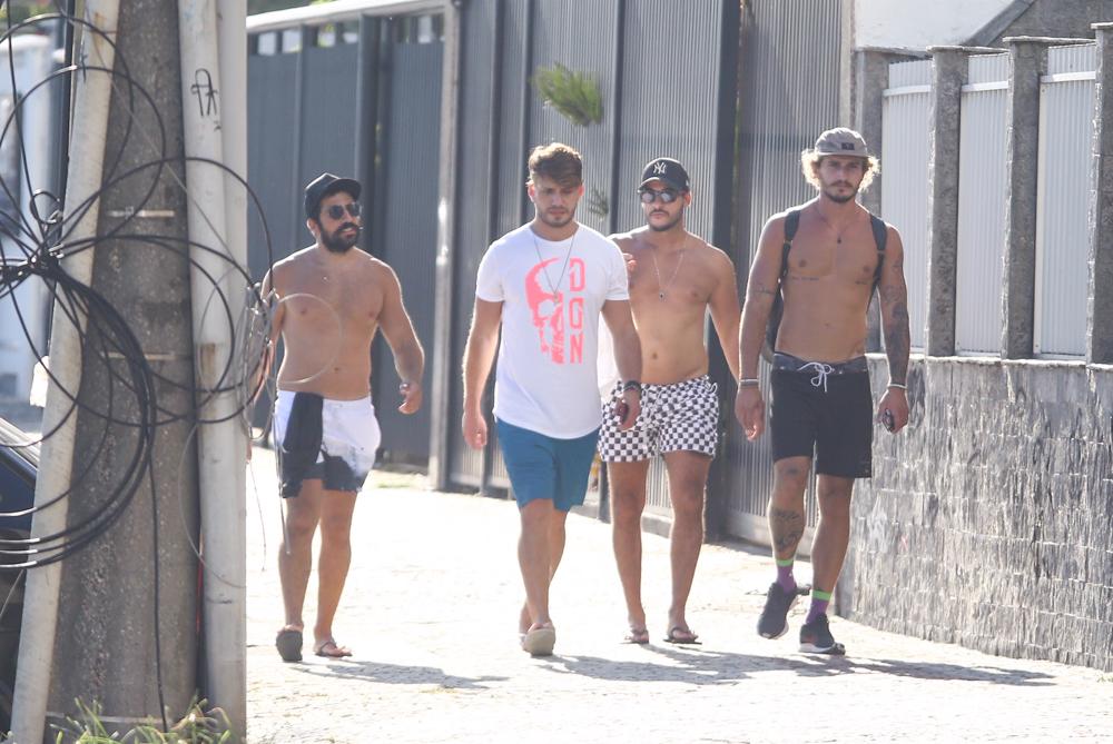 Kaysar, Alan Possamai e Lucas Viana ignoram quarentena e passeiam pelo RJ