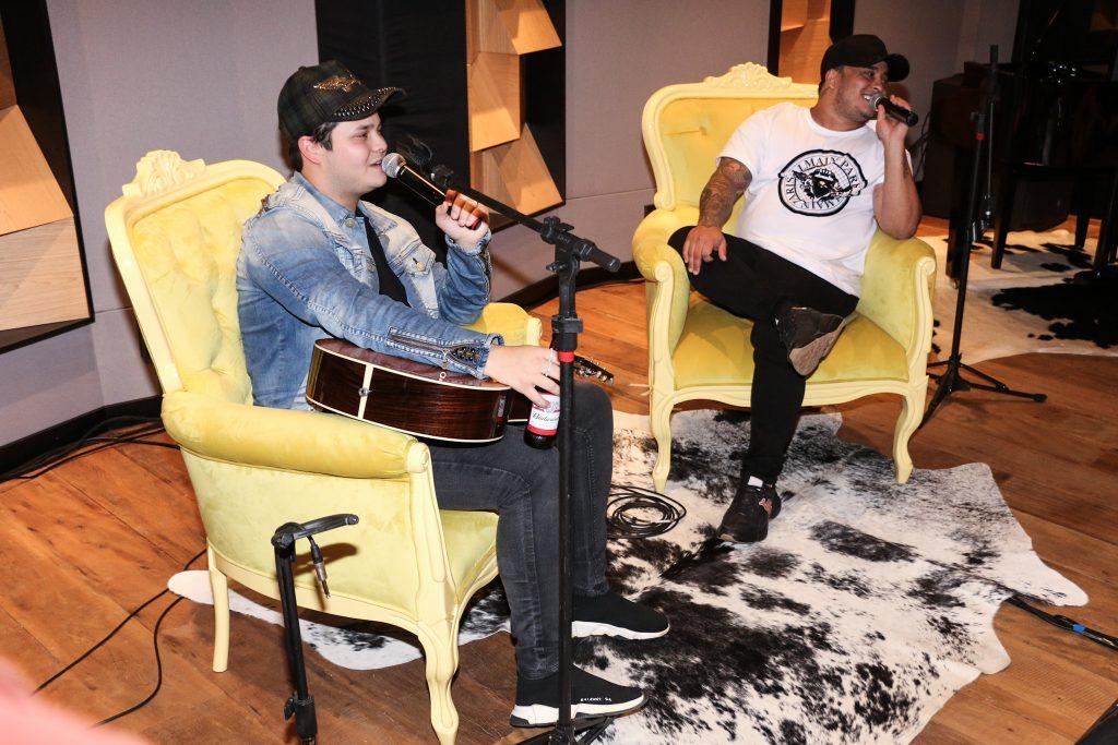 Matheus e Kauan lançam show virtual