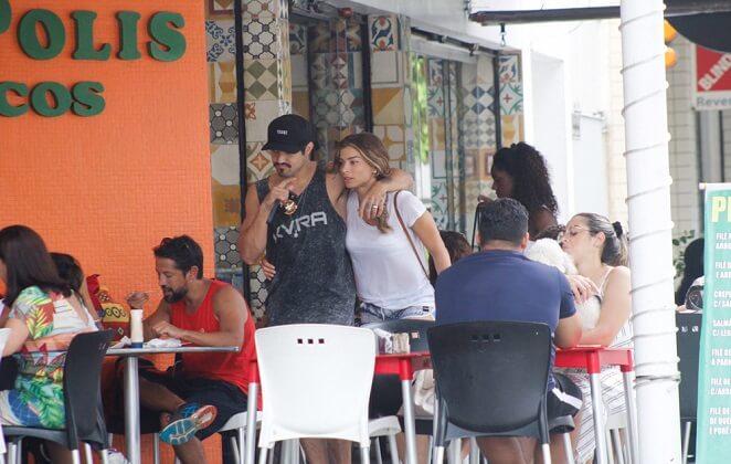 Grazi Massafera e Caio Castro curtem tarde juntos no Rio