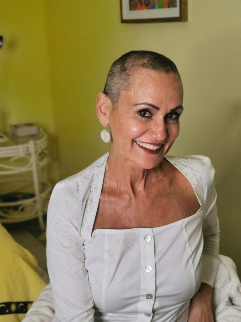 Faa Morena, apresentadora da RedeTV vai doar cabelo cortado para a caridade