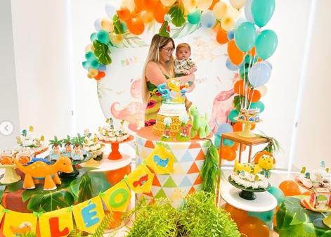Marília e o filho Leo comemorando 5 meses