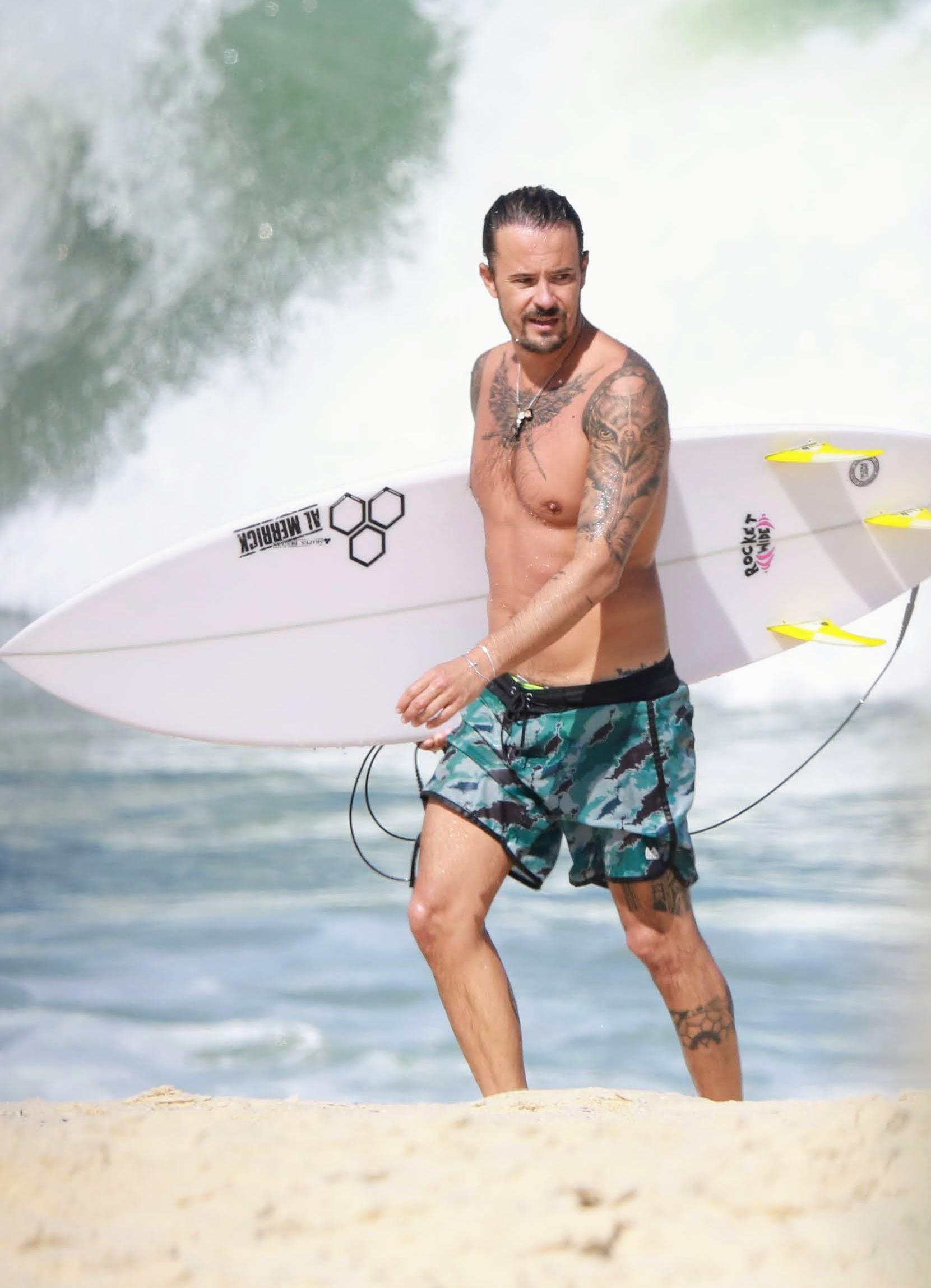 Paulinho Vilhena descumpre decreto e vai surfar no Rio de Janeiro