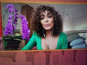 Juliana Paes chora por causa de isolamento social
